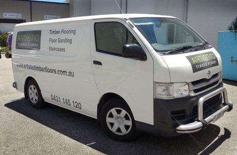 Signwriting-a-van-Toyota-Hiace